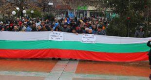 Софиянци от два района протестират на главния път на София
