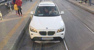 Кола кара по трамвайните линии на Константин Величков