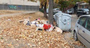 изхвърлени опаковки до контейнер за битови отпадъци