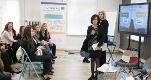 Цветанов, общински съветници, учители, ученици, кмет на район Нови ИСкър на форум за трафик на хора