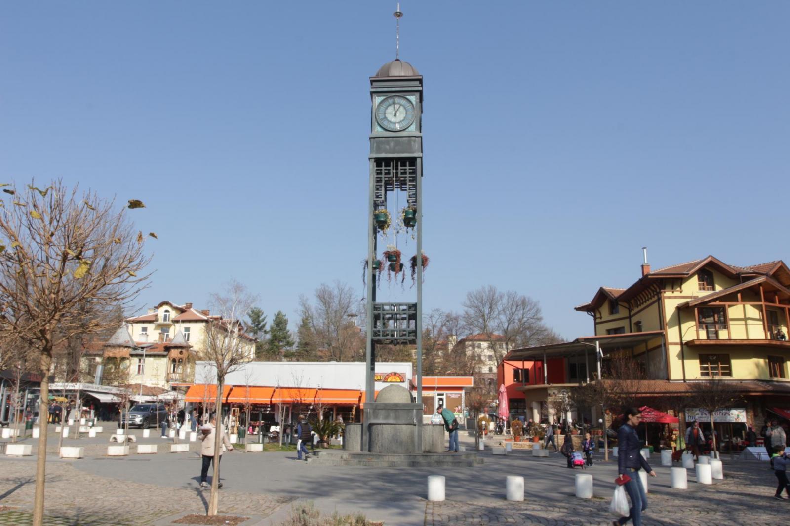 часовниковата кула в центъра на Банкя