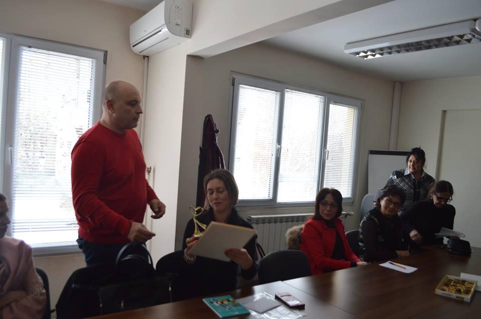 """Кметът на """"Надежда"""" награди директорите на детски градини в района"""