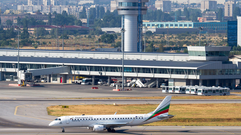 самолет на България еър