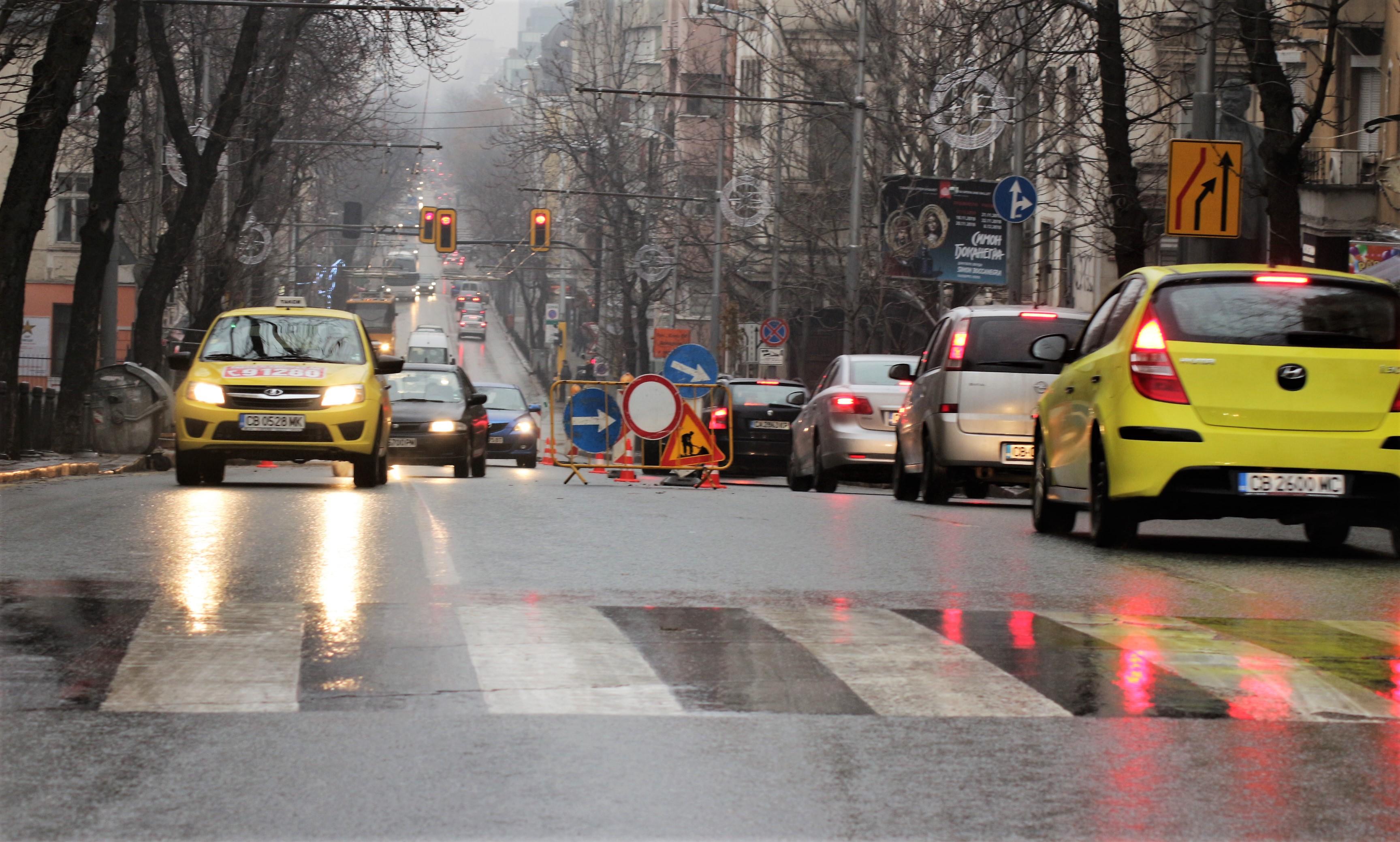 замръзнали улици и тротоари в София