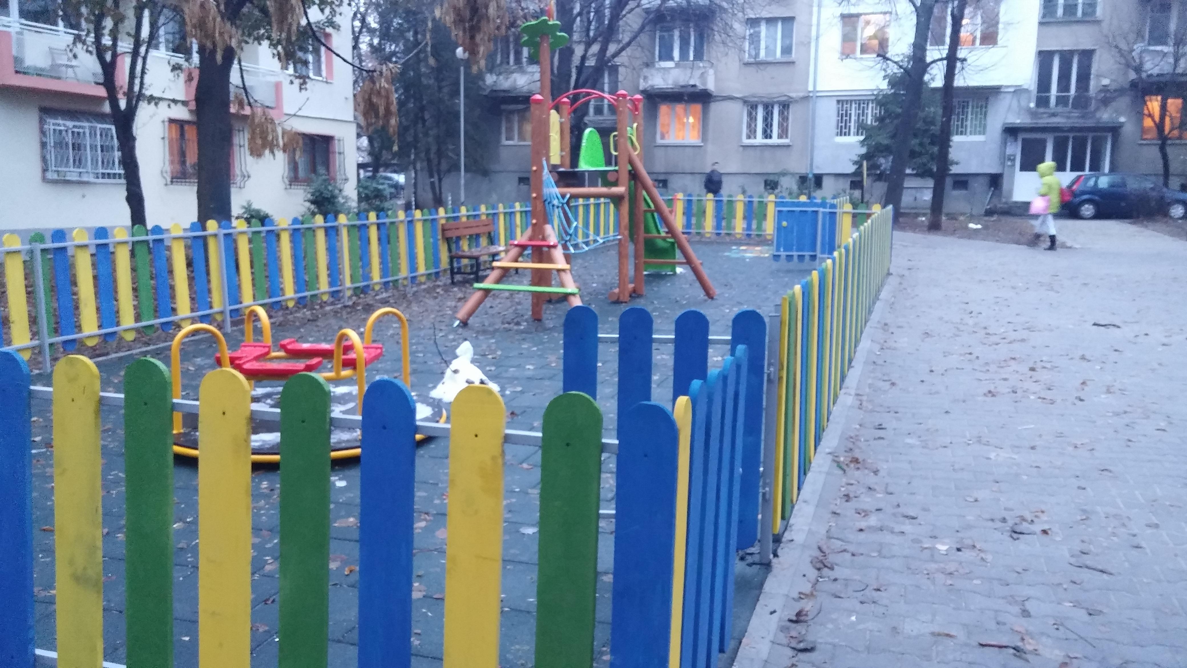 Обновената детска площадка