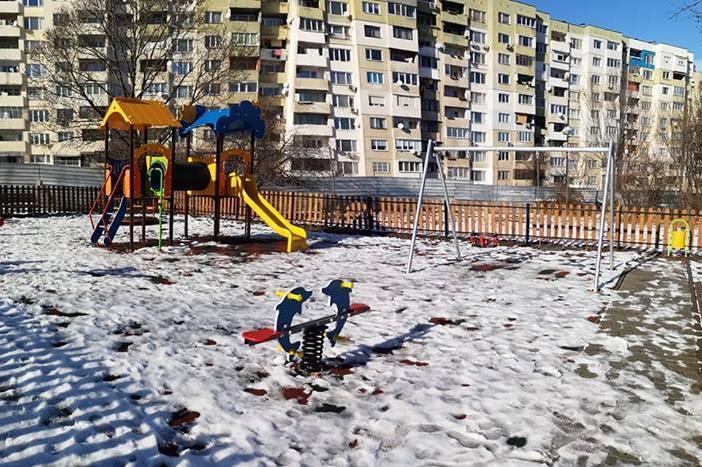 нова детска площадка в парк Линкълн