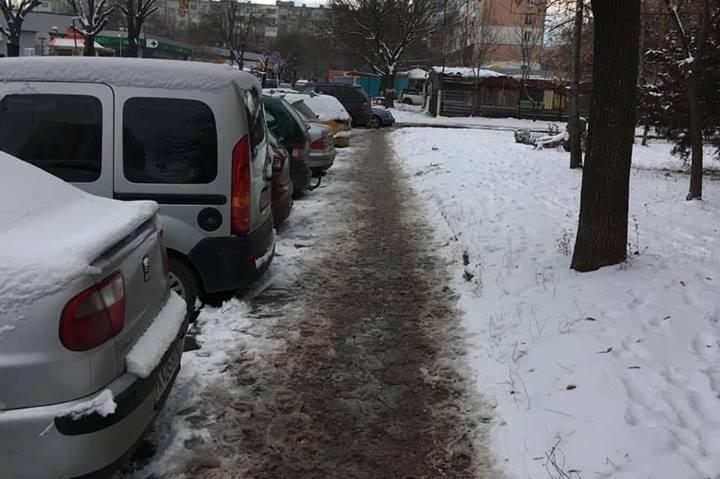 Изчистени тротоари по ул. Туше Делииванов в Дружба 1