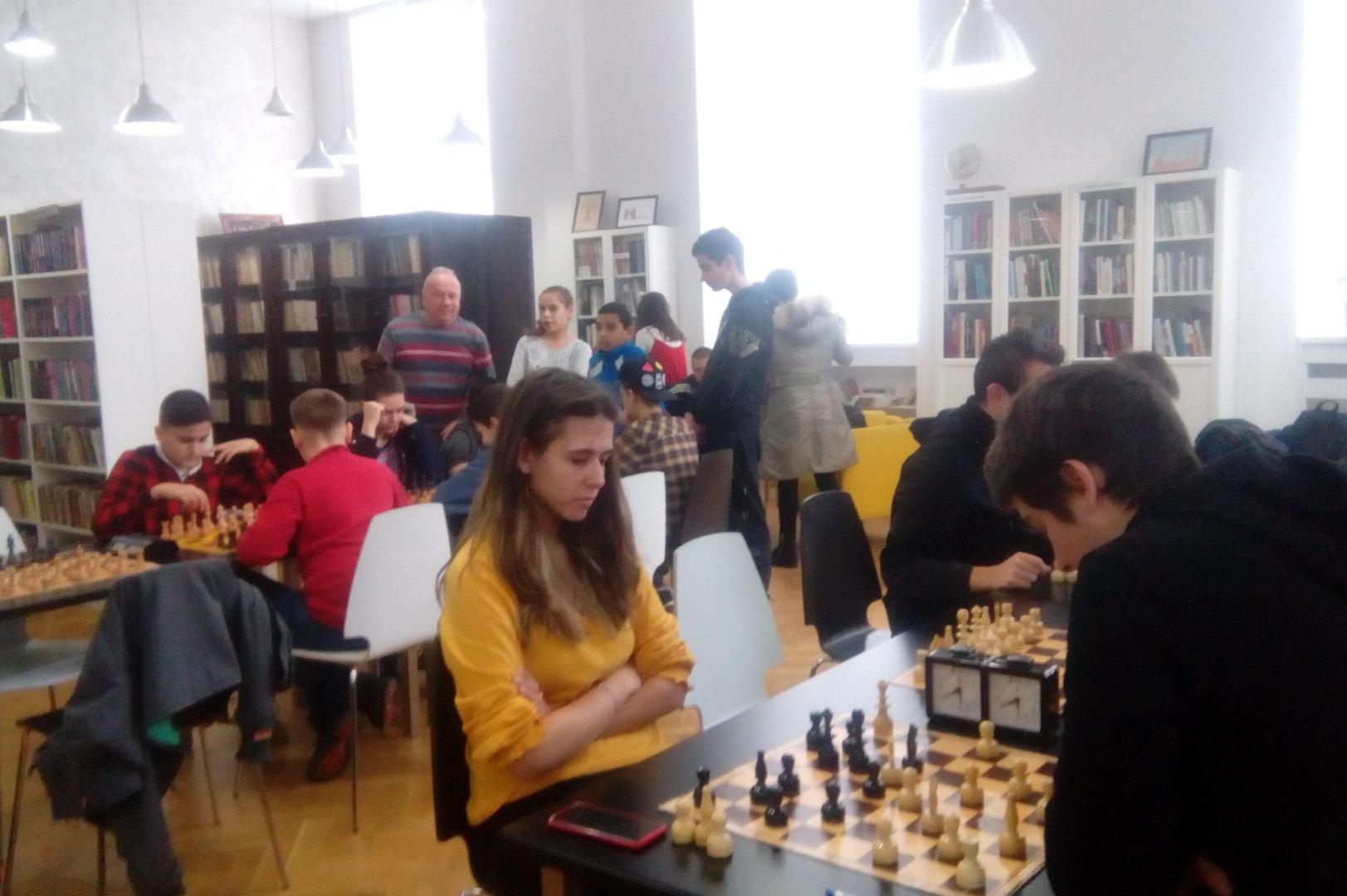 Турнир по шахмат в училище Уилям Гладстон