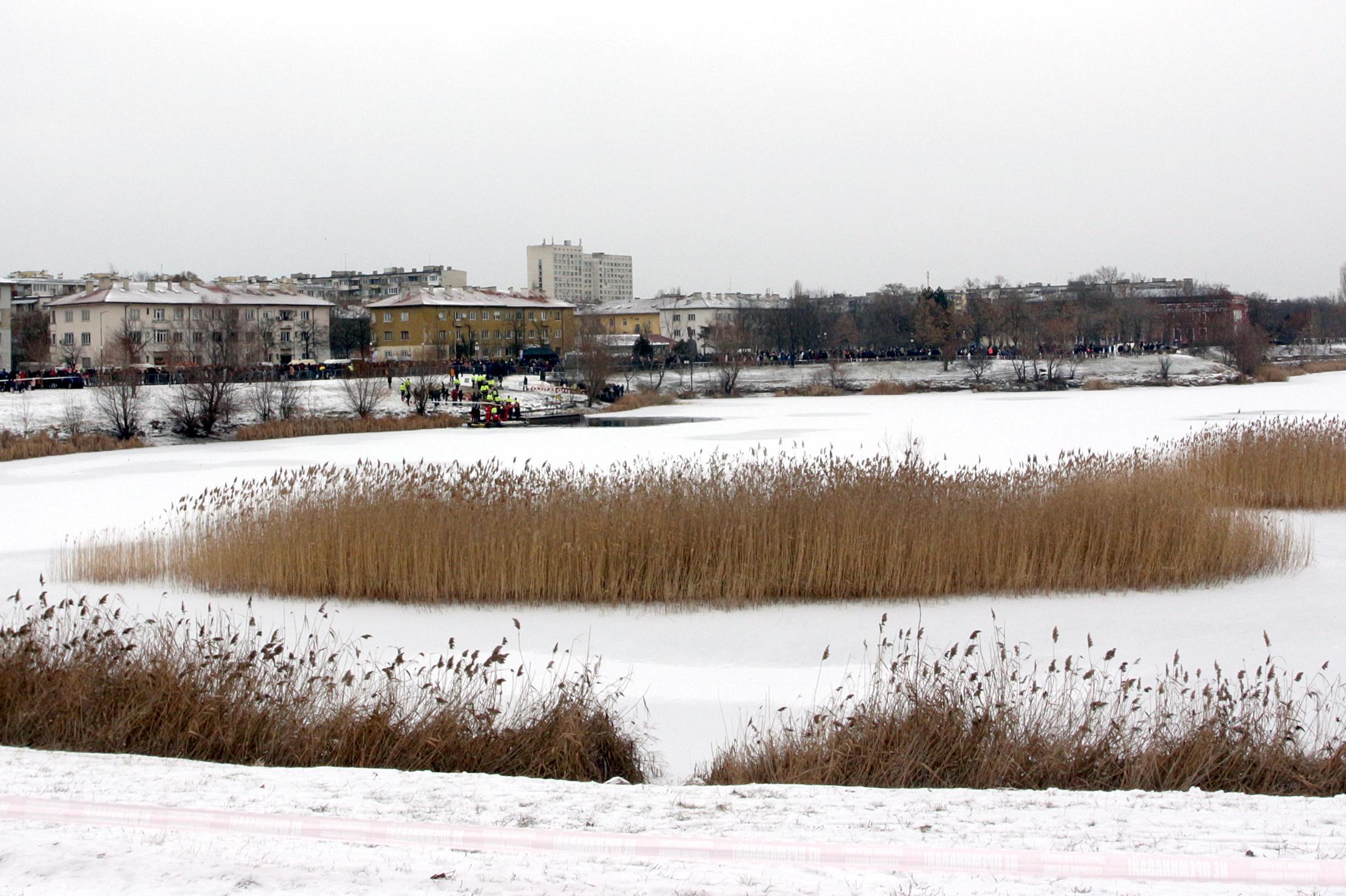 Замръзналото езеро в Дружба 1