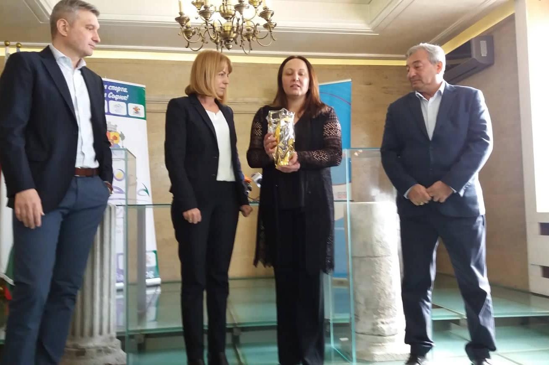 Награждаване на Евгения Раданова