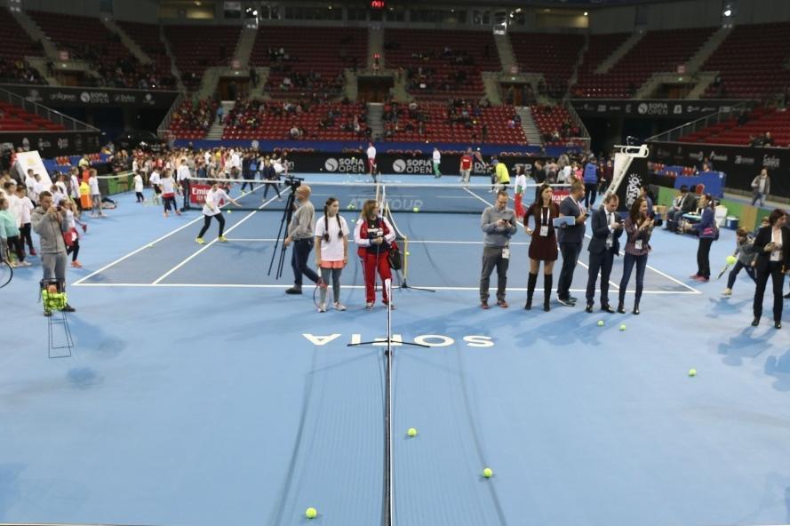 """Хачанов се включи в програмата """"Тенисът – спорт за всички"""""""