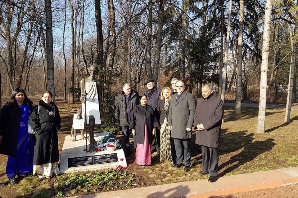 Външният министър на Индия и зам.-кметът Дончо Барбалов поднесоха венци на