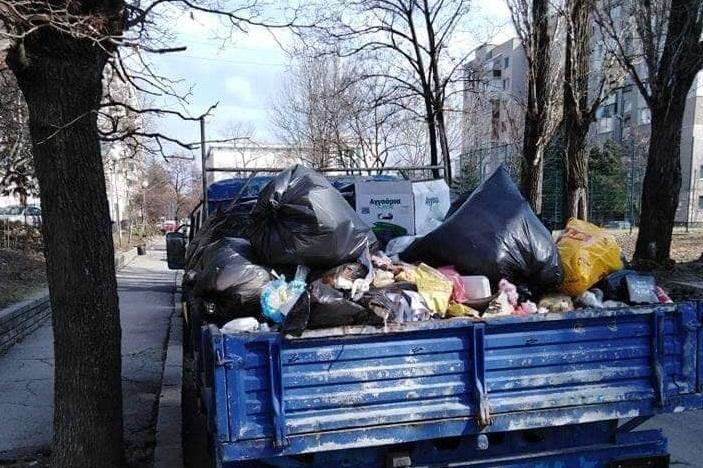 Камион с отпадъци в кв. Разсадника