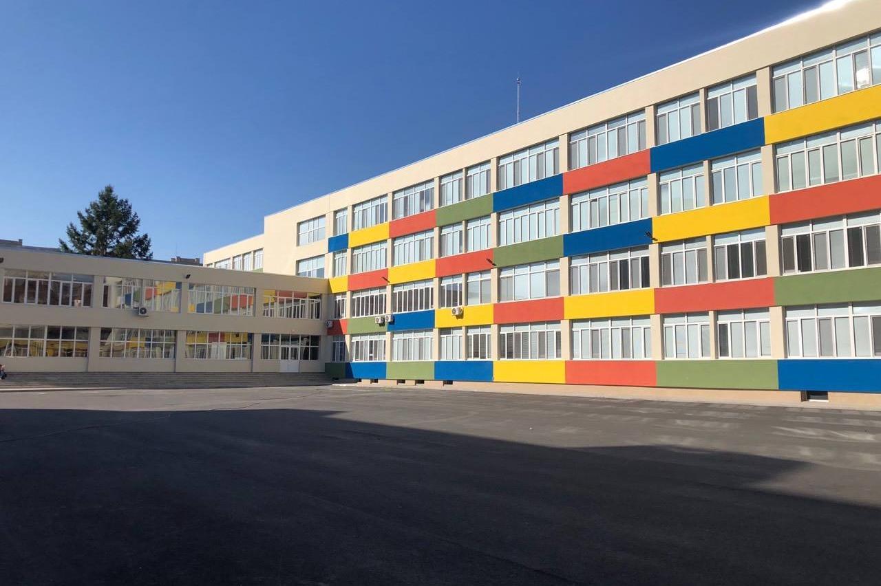 Ремонтирано училище в София