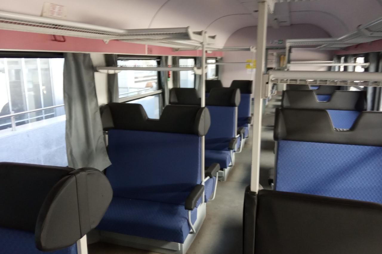 Ремонтиран вагон с претапицирани седалки