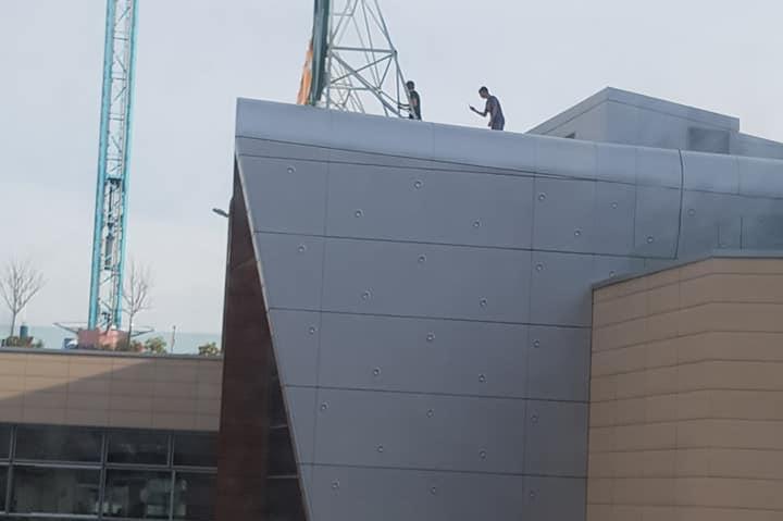 Деца на покрива на Парадайз център