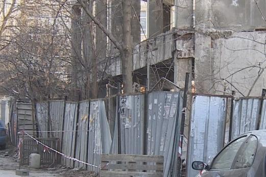 Разрушаване на изоставен строеж