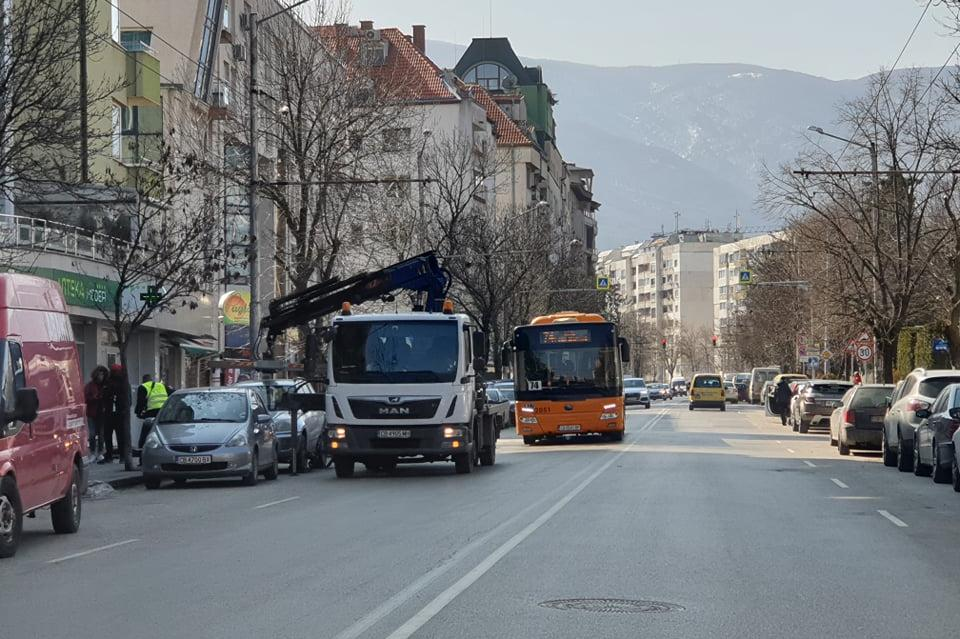 Паяк вдига автомобил на ул. Костенски водопад