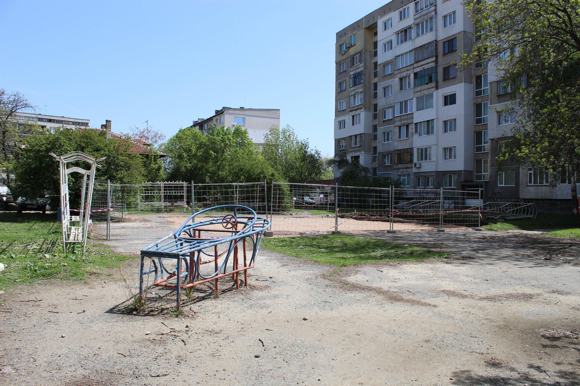 Детски площадки в района