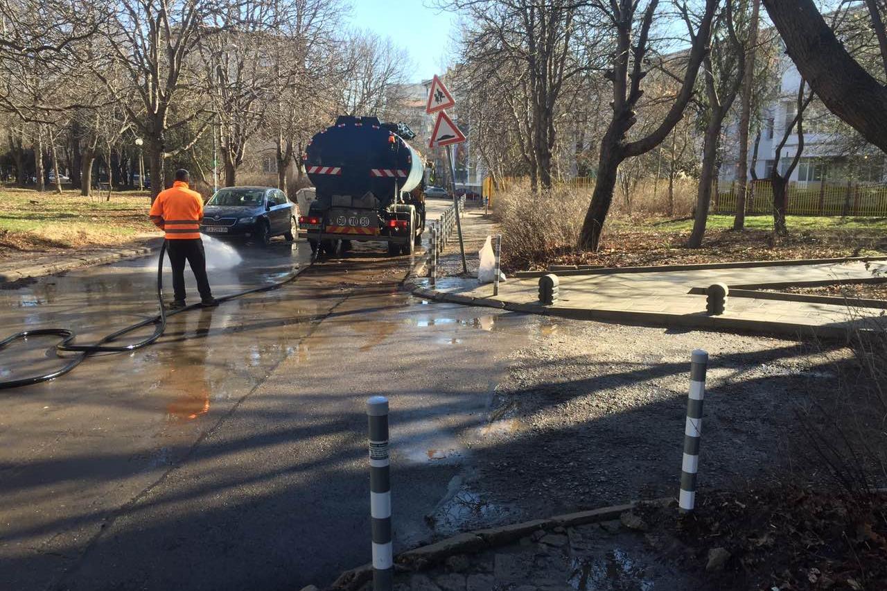 Миене на улиците в София