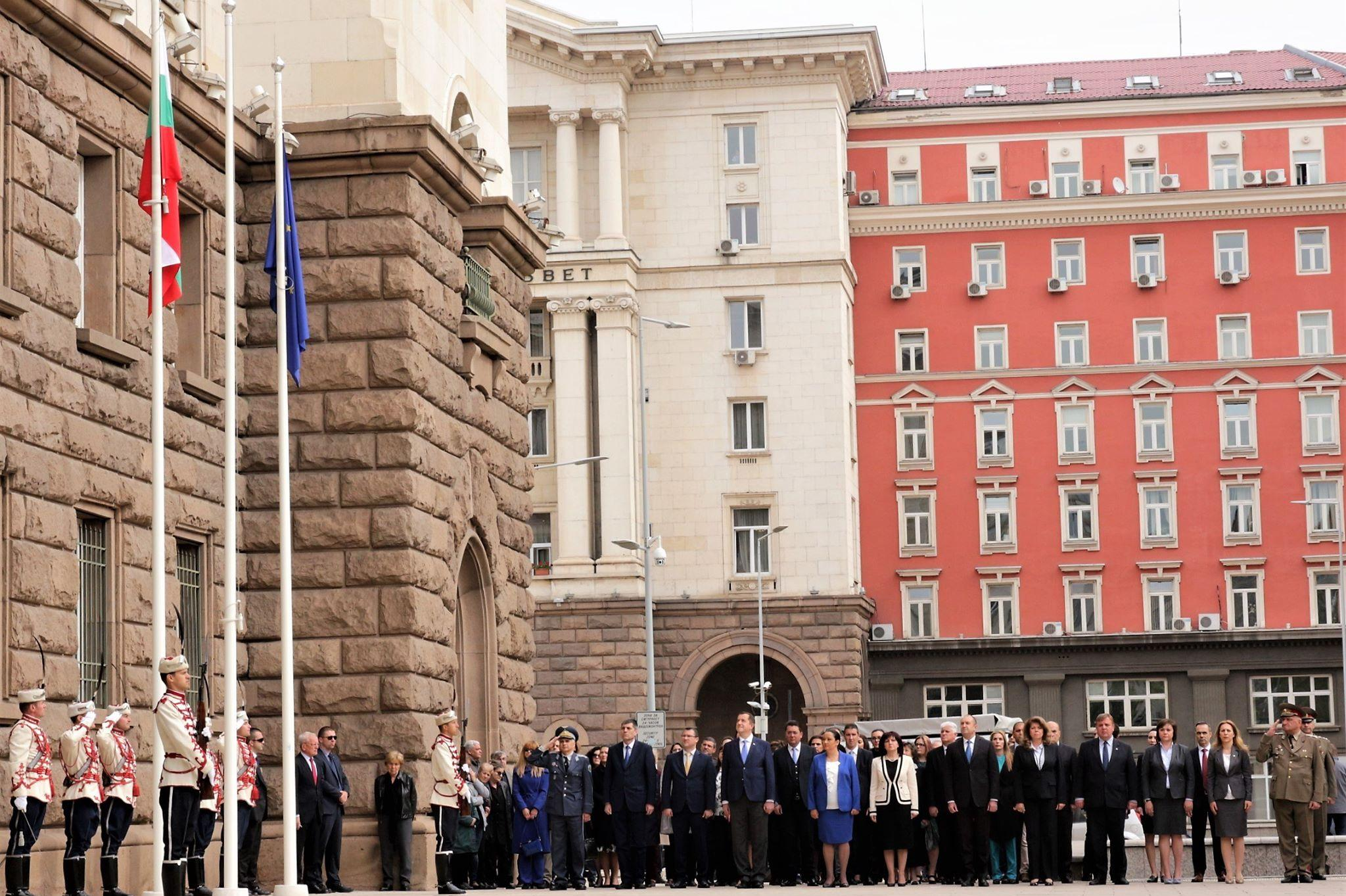 9 май, тържествена церемония пред Президентството