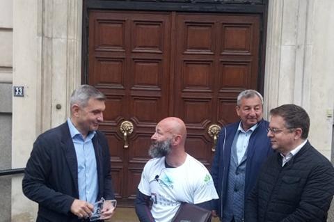 Председателят на СОС се срещна с маратонеца Краси Георгиев