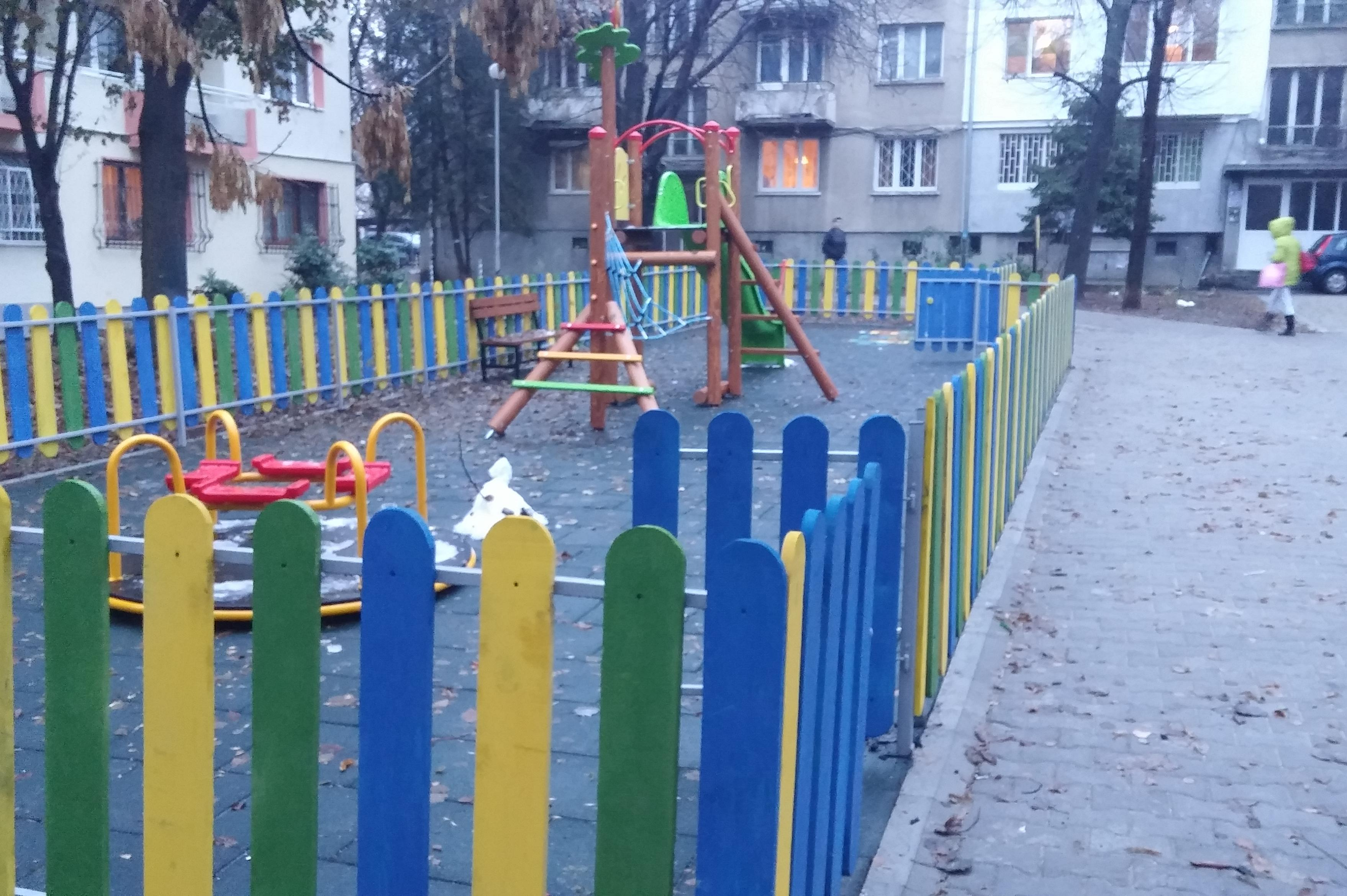 Безопасни детски площадки район Триадица