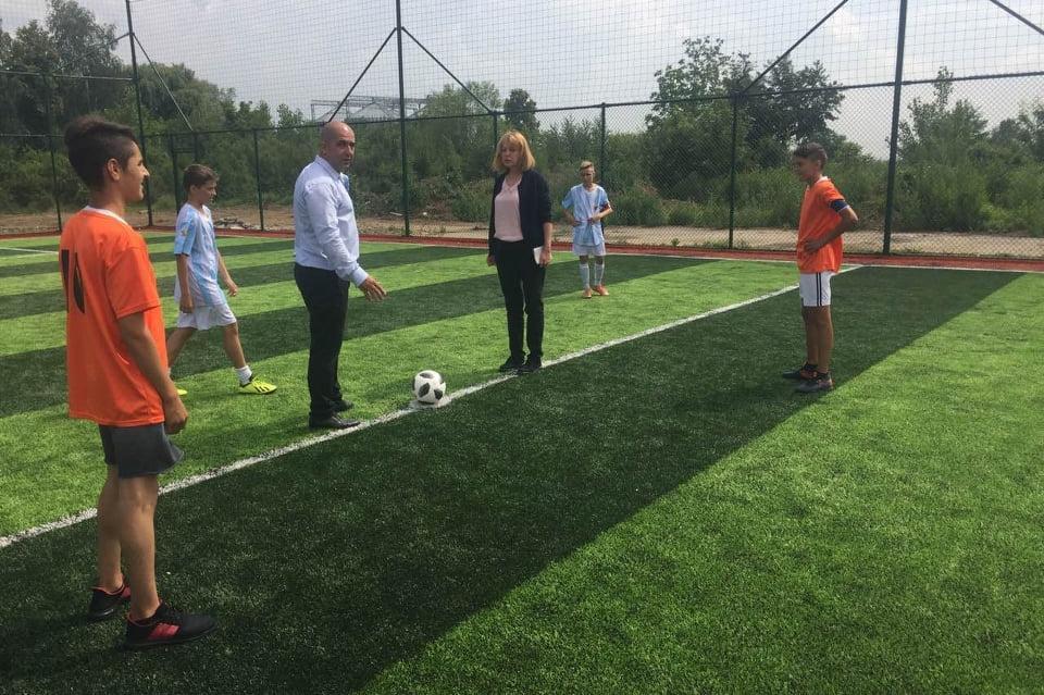 Йорданка Фандъкова откри ново игрище в село Кривина, район Панчарево