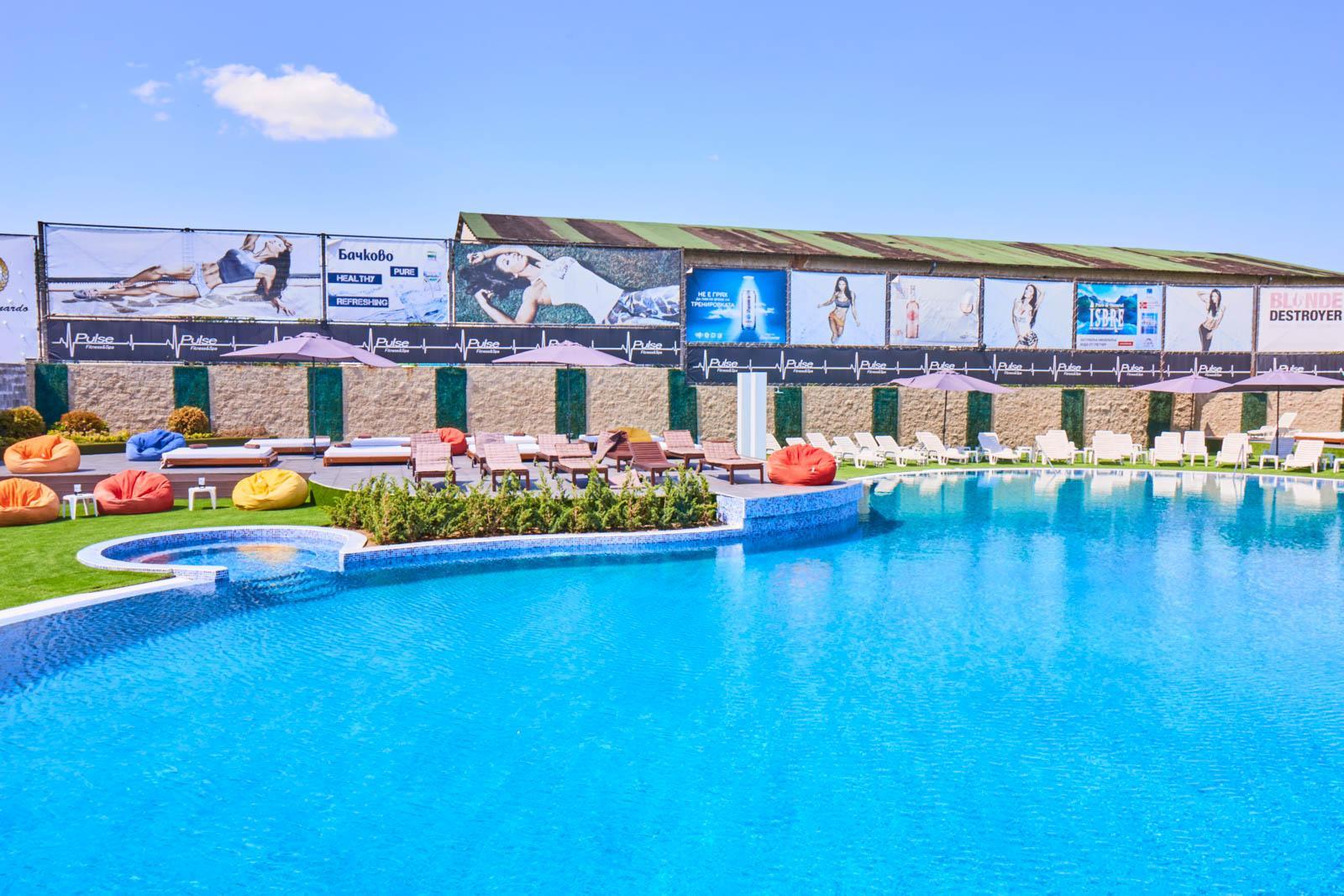 Външен басейн Pulse Beach West Park