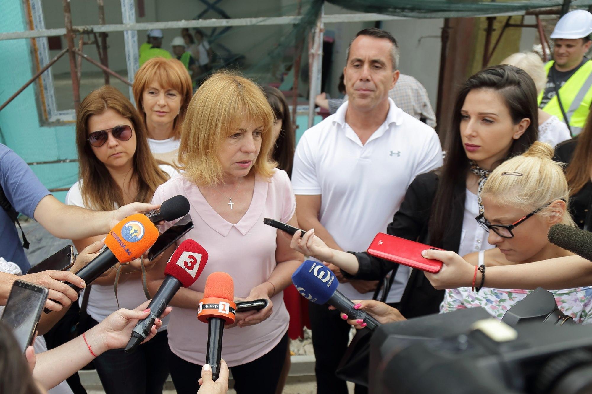 Йорданка Фандъкова коментира миене на улици