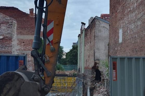 Срутена къща на столичната ул. Софроний Врачански