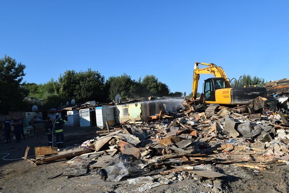 Събаряне на незаконни постройки в район Илинден