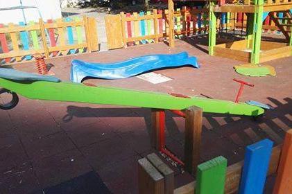 Потрошена детска площадка в жк Гоце Делчев