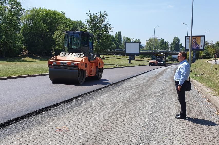 Продължава ремонтът на бул. България