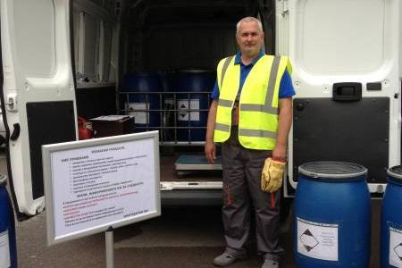 Мобилен пункт събира опасни отпадъци