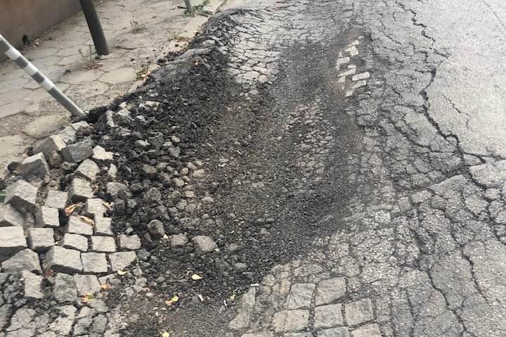 Разбитата улица Галичица в кв. Лозенец