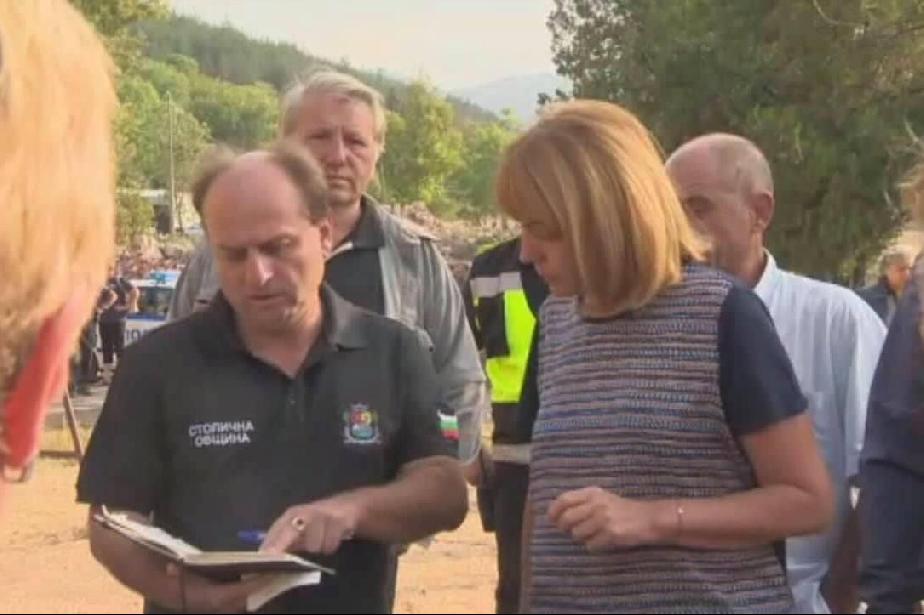 Фандъкова посети пострадалите от пожара в Бухово