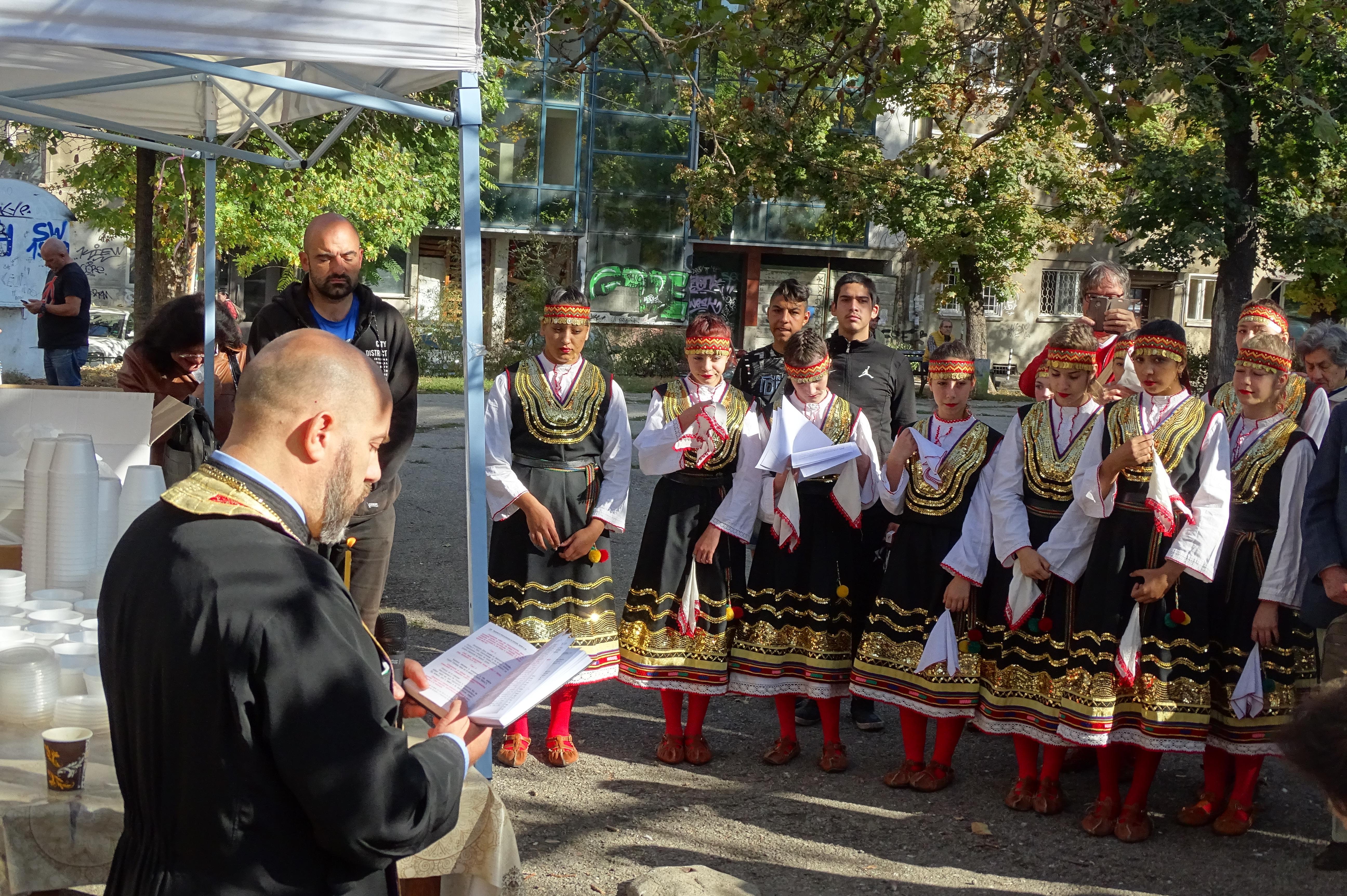Успели българи дават личен пример
