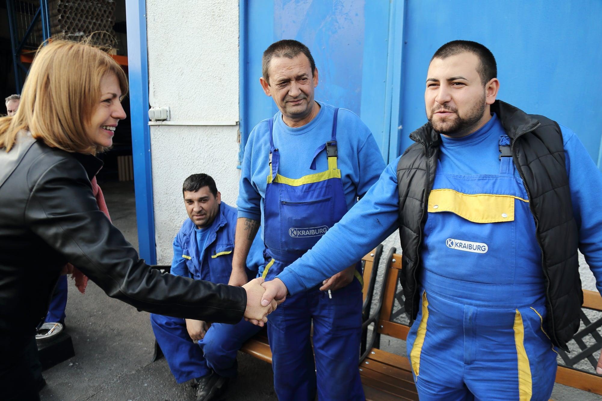 Йорданка Фандъкова при работници в Нови Искър