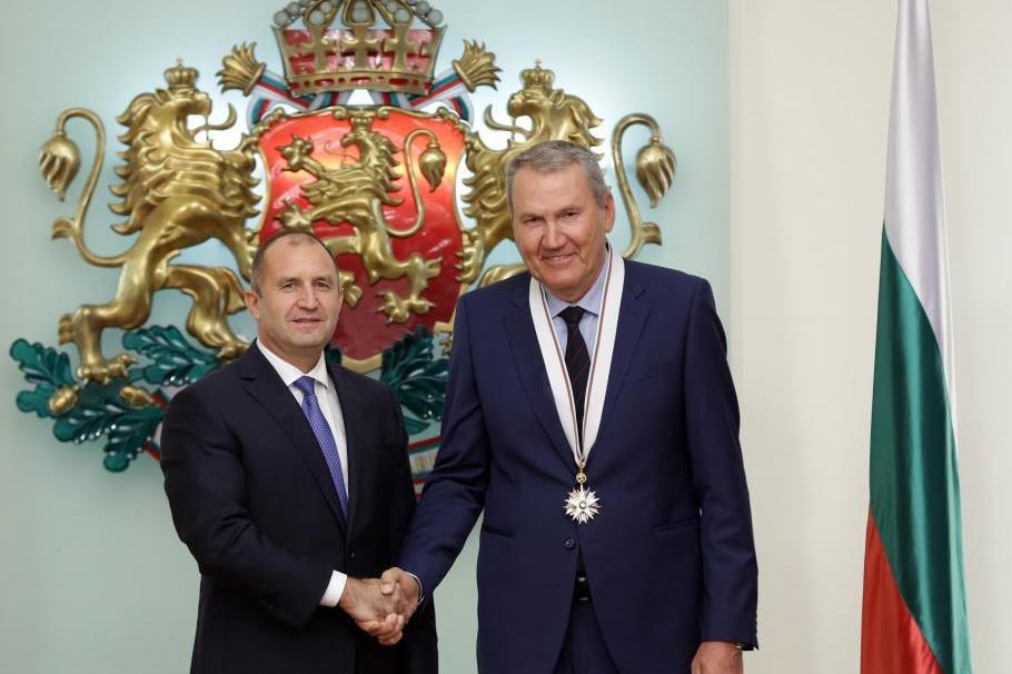 Президентът Румен Радев награди легендата ни в баскетбола Атанас Голомеев