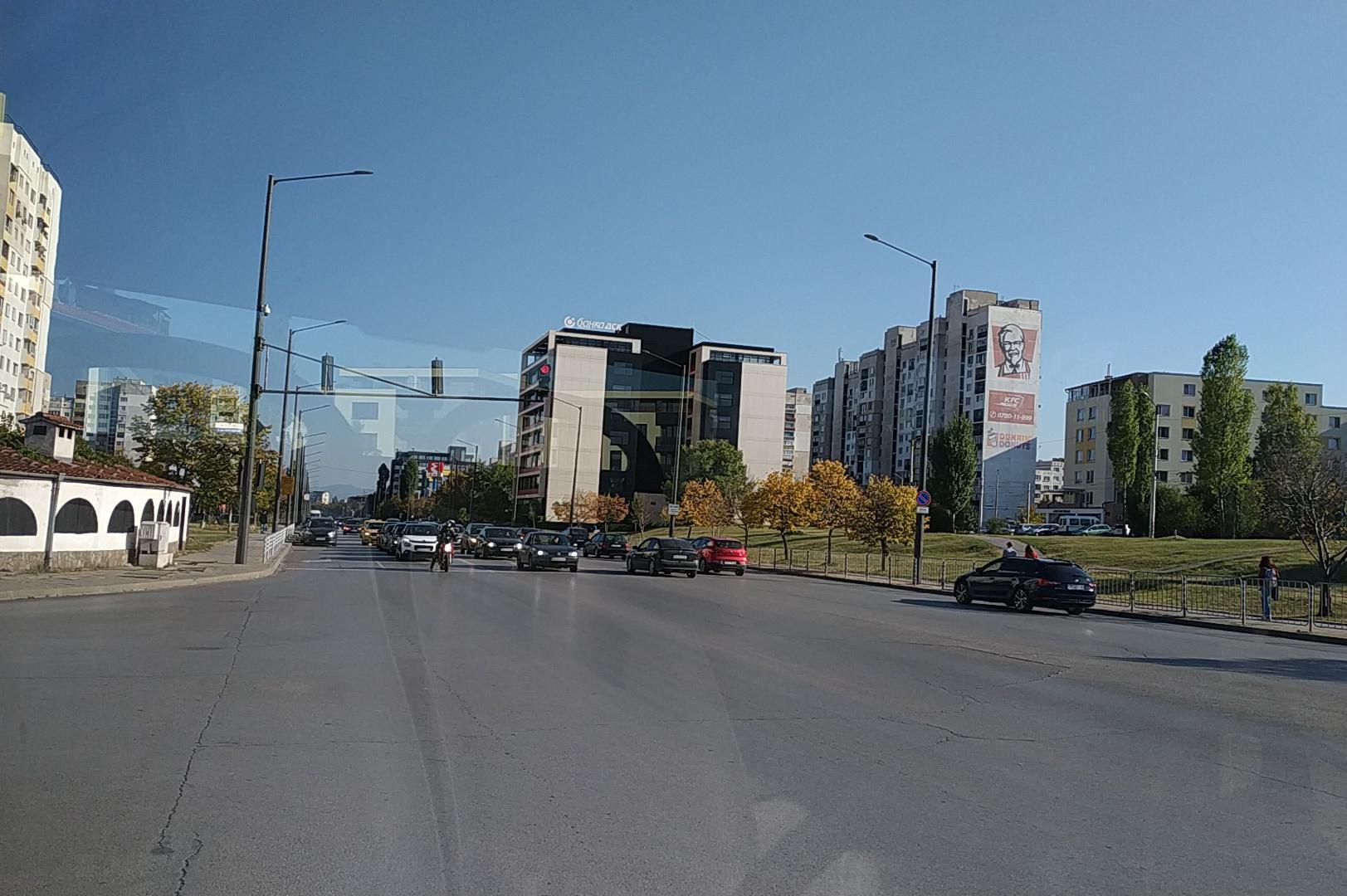 Паркирани автомобили в Люлин