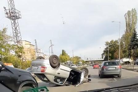 обърната кола