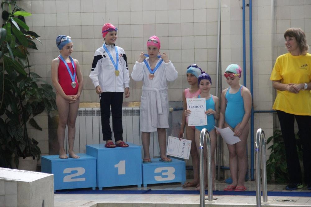Плуване в УСШ София