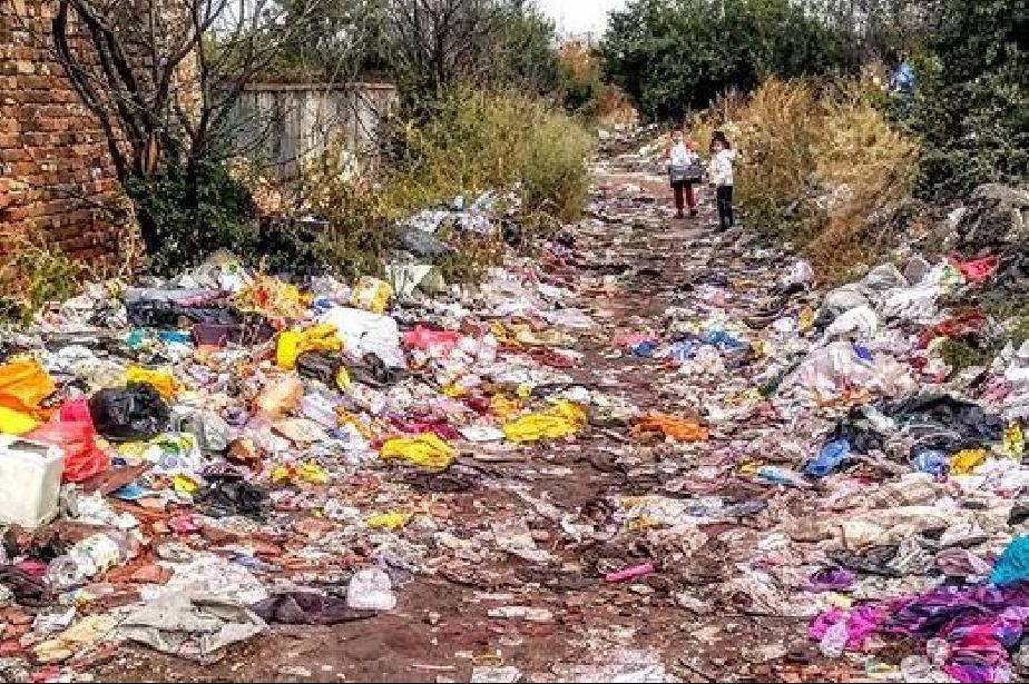 Цветната от боклуци ул. Градините 3