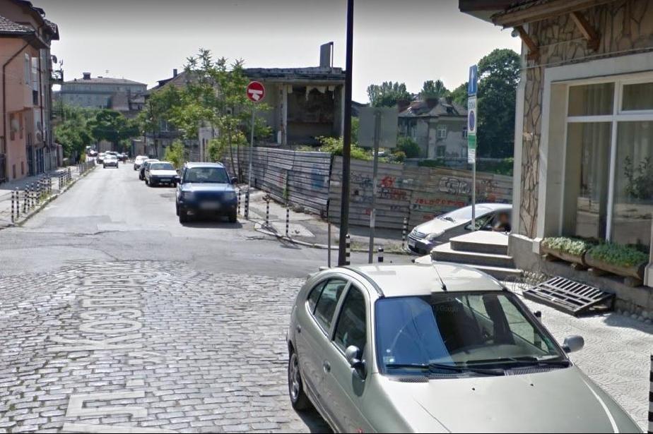 Изграждан нова подпорна стена на ул. Странджа в район Сердика