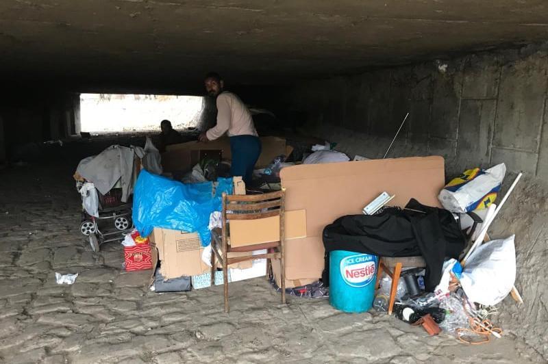 Изчистиха боклуци под моста на Сточна гара