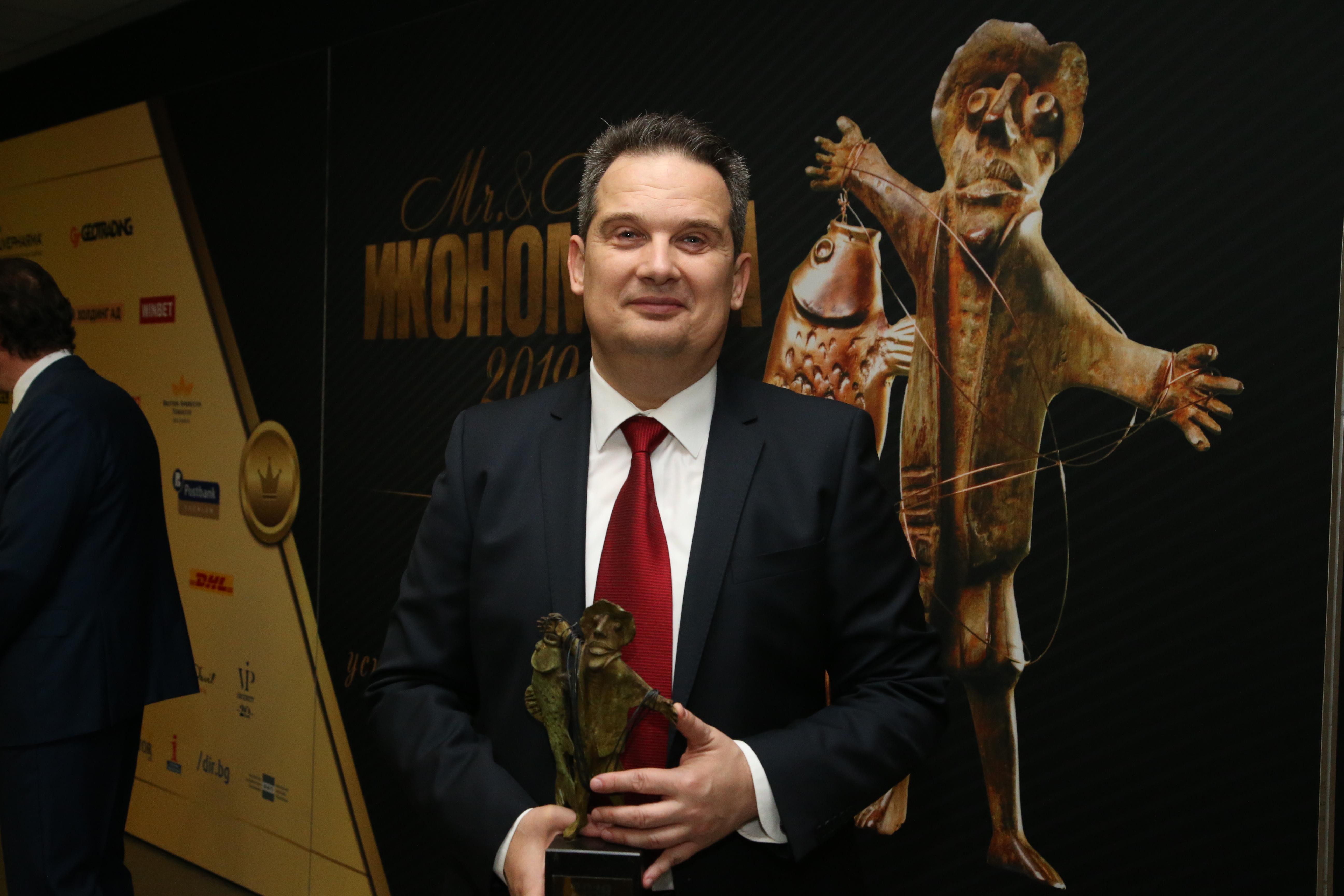 Атанас Добрев с наградата Мистър Икономика