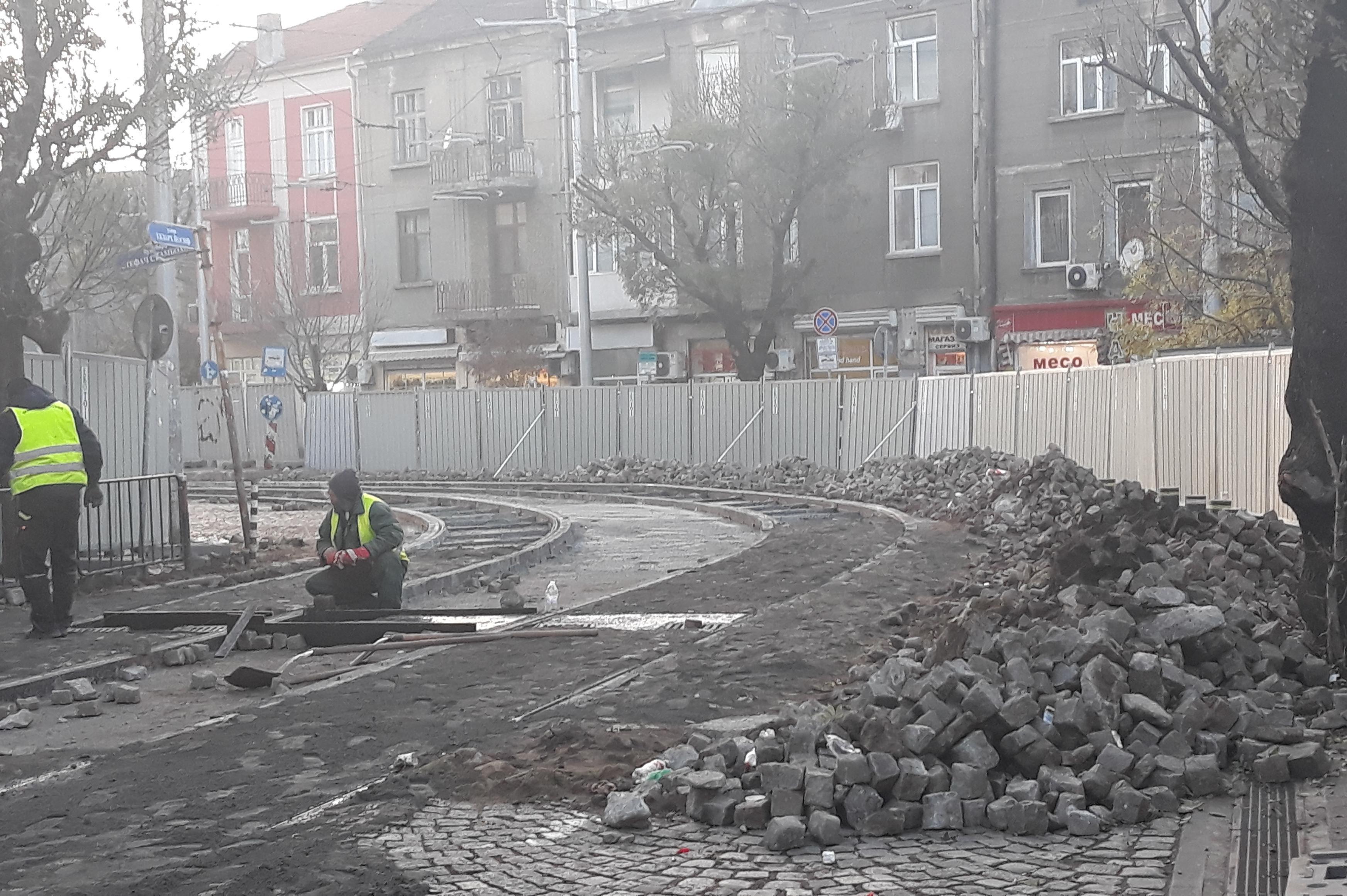 Ремонт на трамвайното трасе на 20 и 22 на ЖШенския пазар
