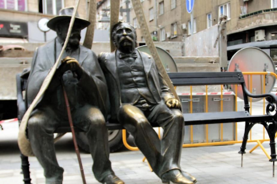 Статуята на Славейкови