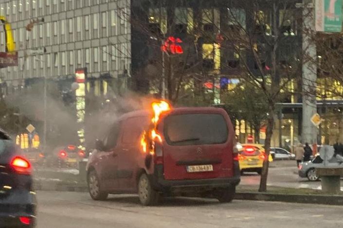 горящ автомобил по Цариградско шосе